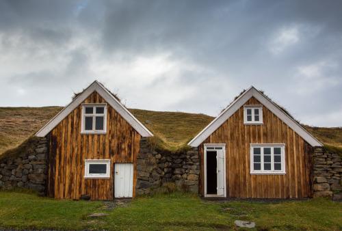 Iceland, Turf House, Sel